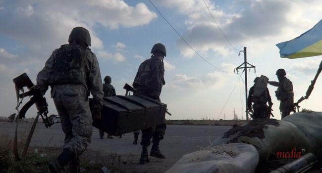 Журналист: вспомним сегодня о той армии, которая в 2014-м воевала в кедах и кроссовках, которая спасла Украину