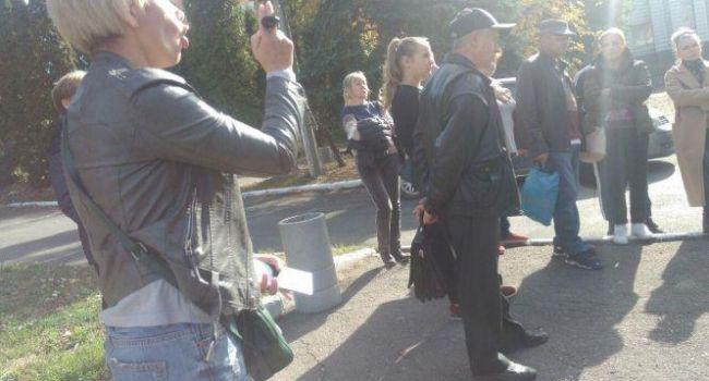 В Тернополе родители возмутились «охотой на призывников», устроив скандал под военкоматом