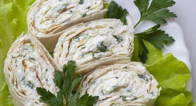 Для полезного перекуса: Простой рецепт лаваша с грибочками и сыром