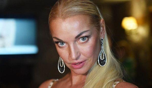 Волочкова опубликовала в сети новое «голое видео», похваставшись интимной забавой
