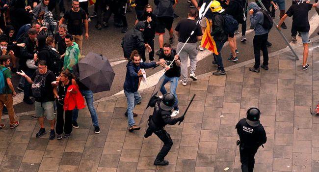 Ситуация накаляется: в ходе акций протеста в Каталонии пострадали более 100 человек