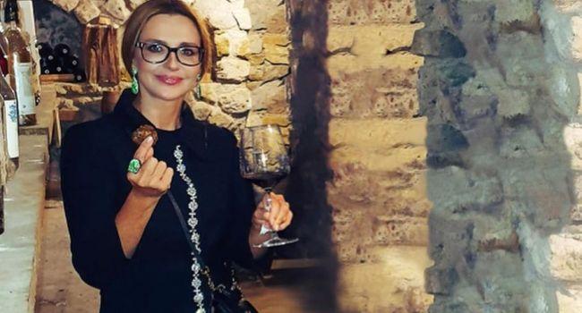 «Присматривает новую родину»: Оксана Марченко показала, как проводит время на итальянском острове Капри