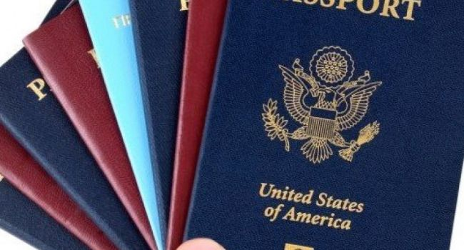 «Люди находят лазейки»: политолог объяснил, почему простым украинцам стоит разрешить иметь два гражданства