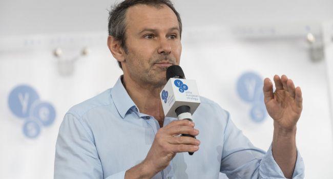Вакарчук заявил, что ему не нравится, как президент Владимир Зеленский работает с парламентом