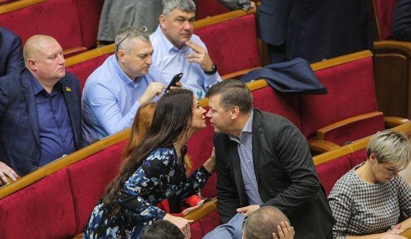 Битва за бюджет в ВР продолжается: «слуги народа» повздорили с Гончаруком