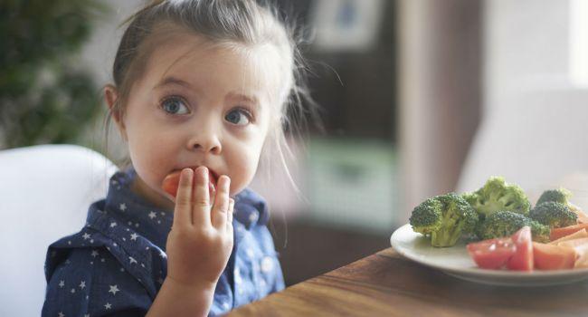 «Под запретом»: Специалисты призывают родителей не истязать детей диетами