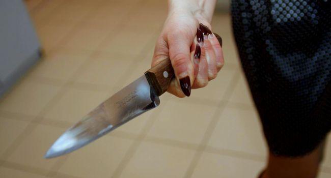 «Напала с ножом»: На Запорожчине мать серьёзно травмировала детей