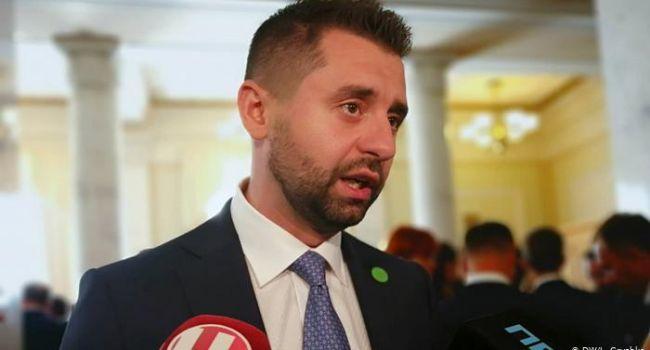 Политолог: после заявления Арахамии становится тревожно жить, ведь неизвестно, чего завтра захотят избиратели «Слуги народа»