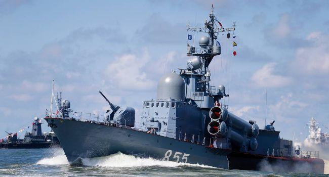 «Это наступление?»: Корабли Вооруженных сил РФ вошли в Азовское море
