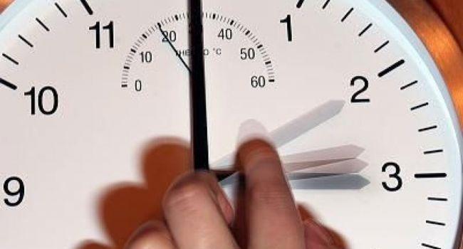 «Остановите время»: Психологи поведали, как бороться с негативными последствиями перевода часов на зимнее время
