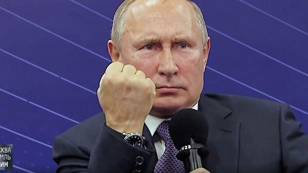 «Отправили самую короткую версию Путина, которой вновь выдали брюки от высокого напарника?» Главу РФ вновь подловили на использовании двойника