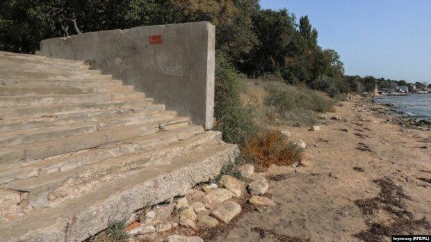 И всё это рядом с Крымским мостом: В сети показали жуткий вид пляжа в Керчи