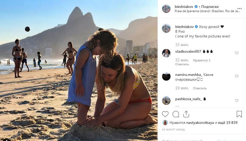 «Какие очаровашки»: Андрей Бедняков показал милое фото жены и дочки, написав, что соскучился за родными