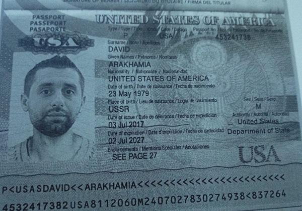 «Давидушка, то кто лжец?!»: радикал Мосийчук показал копию паспорта США Арахамии