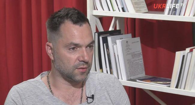 Военный эксперт: игра на эмоциях «КВНщик против КГБщника» не работает, поэтому президент зря старается