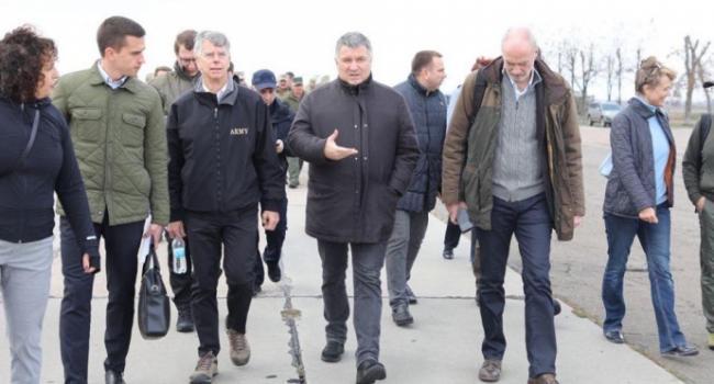 Высокопоставленные чиновники Украины, США и Франции прибыли в Золотое-4: Хомчак рассказал об отсутствии обстрелов