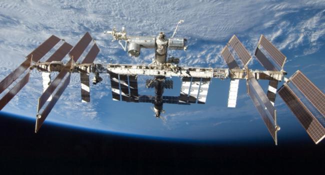 Астронавты на МКС получат французское вино в стеклянных бутылках