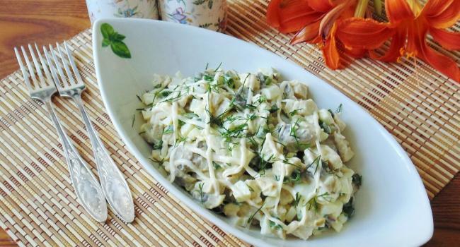 Лучшие блюда новогоднего стола: Салат из шампиньонов, сыра и говяжьего языка