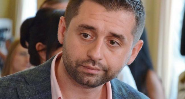 «Нет такого Кабинета министров, к которому бы не было претензий»: Арахамия не исключил некоторых перестановок в правительстве Гончарука