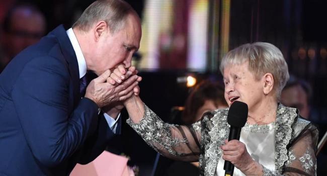 Политолог: Путин с таким отвращением целует руку Пахмутовой или его снова заклинило