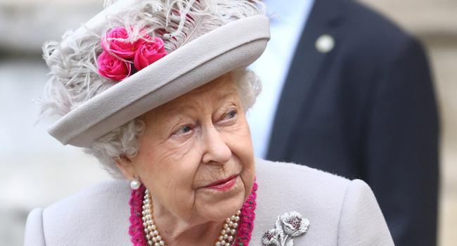 Слёзы траура: Британская королева расплакалась во время военного парада