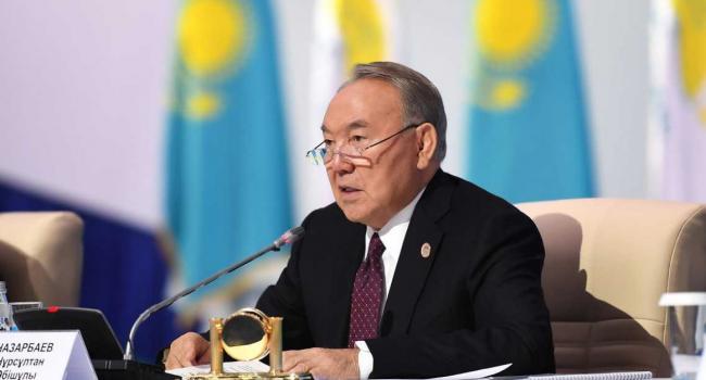 «Встреча лицом к лицу»: Нурсултан Назарбаев предлагает организовать встречу Зеленского и Путина тет-а-тет