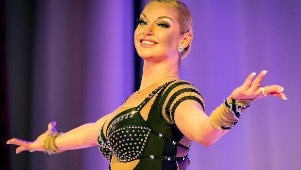 «Как вам удаётся держать такую форму? Статуэтка»: Анастасия Волочкова продемонстрировала свою идеальную фигуру