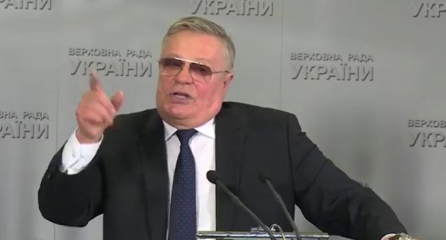 «Правая рука не ведает, что делает левая»: На неперсональном голосовании попался депутат, предлагавший привлекать к уголовной ответственности за «кнопкодавство»