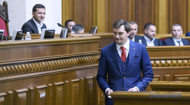 «После отопительного сезона, сам Зеленский или нескольких министров публично выгонит со своих должностей, или полностью изменит состав правительства», - Розенко