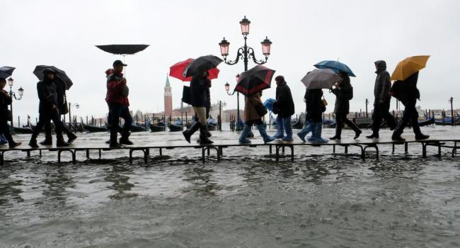 «Такого мы не видели полвека»: В Венеции произошло сильнейшее наводнение
