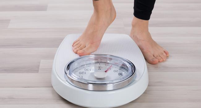 Так вы никогда не похудеете: Диетологи назвали самые вредные привычки