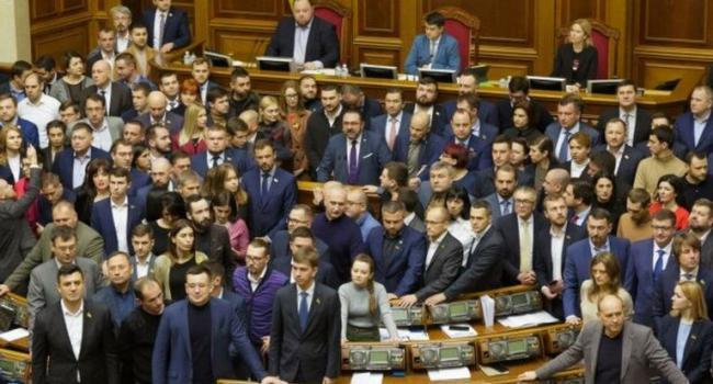 Телеведущая: за рынок земли не голосуют, потому что к «слугам народа» нет доверия после провала реформ и договоренностей с Путиным