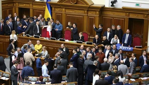 Жаркий день в Раде: депутаты заблокировали президиум