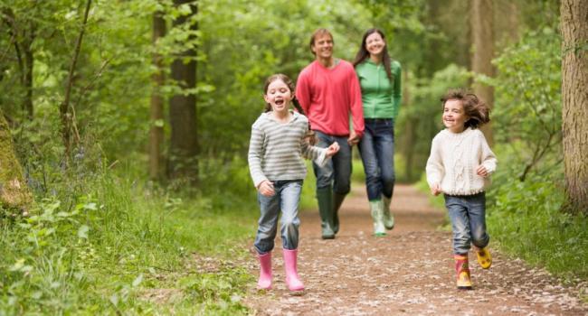 Болезни сердца, деменция и диабет: ученые рассказали, как пешие прогулки влияют на здоровье