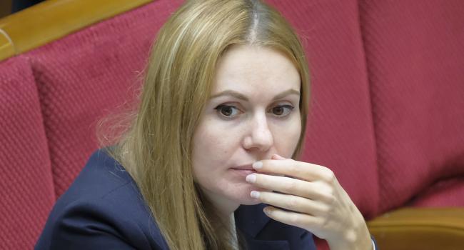 «Не голосовала за земельную реформу»: Представительница «Слуги народа» объяснила, почему задержали ее мужа