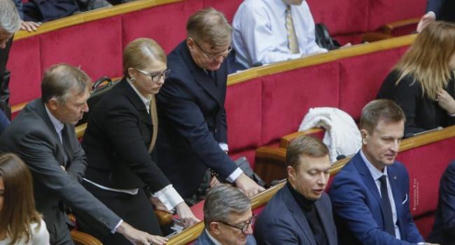 Всего день в оппозиции, а Тимошенко уже собралась в два раза понижать тарифы на газ
