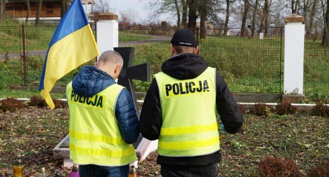 Вандалы в Польше надругались над могилами украинским солдатам