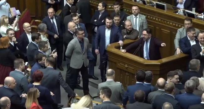 «Оказалось, что распродажа украинской земли - это похороны коммунизма»: Журналист извинился за свой пост с критикой законопроекта