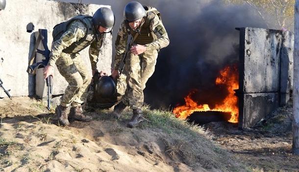 Оккупанты на Донбассе задействовали пушки БМП: один украинский военный погиб
