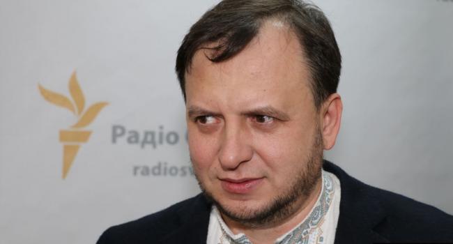 «Политические репрессии»: Политтехнолог жестко прокомментировал исключение народных депутатов из состава фракции «Слуги народа»