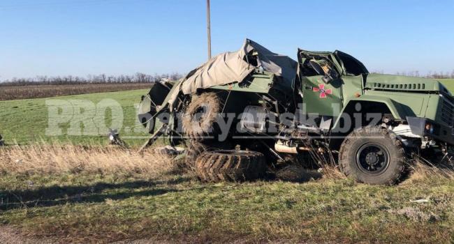 «Это просто жесть!»: В Запорожской области перевернулся КрАЗ ВСУ, есть пострадавшие