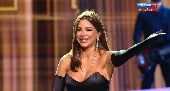 «Какая тёплая улыбка»: Ани Лорак в домашней одежде показала, как проходит ее субботний выходной