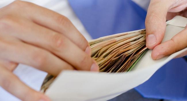 Политтехнолог: ни ГБР, ни НАБУ не замечают зарплат в конвертах «слуга народа», другое дело Порошенко