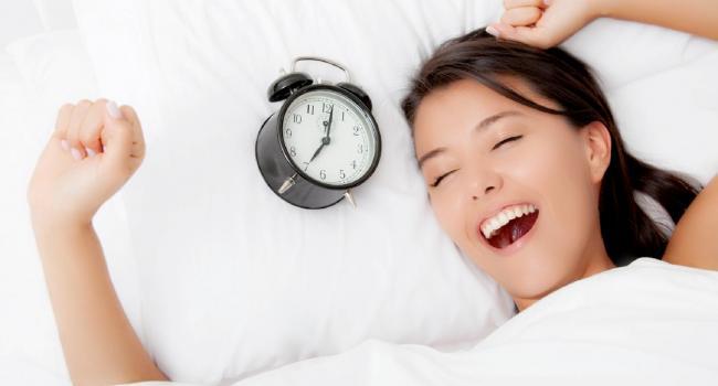 «Недостаточно встать рано, надо еще и проснуться»: Как улучшить настроение при помощи увеличения качества сна