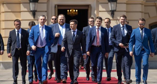 Гордиенко: Может, Старик Бог еще не махнул на украинцев дланью, а вколол нам зеленую прививку от популизма?
