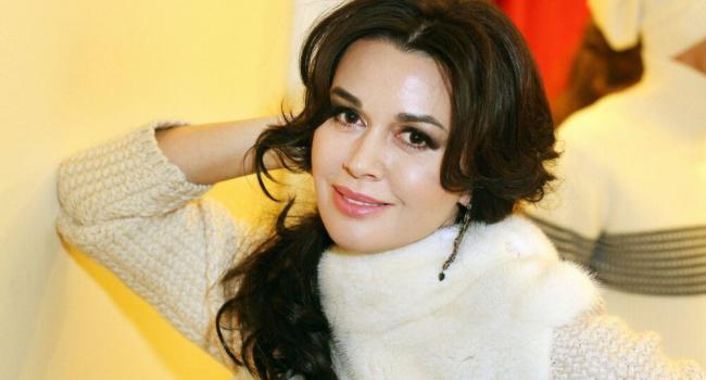 «Скоро покинет этот мир»: Блогер рассказала, почему близкие Заворотнюк не говорят о её болезни