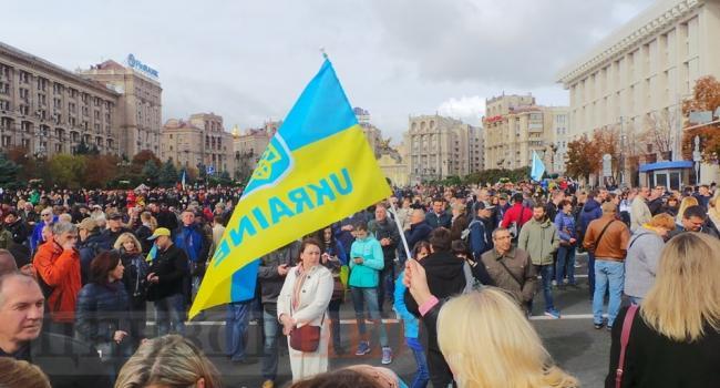 Блогер: несколько сотен тысяч людей на Майдане в Киеве сегодня могут помочь избежать неотвратимого кровопролития в будущем