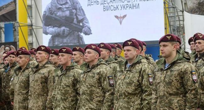 «Мы с вами особый род войск, мы действуем в условиях, в которых не способен действовать никто другой»: Забродский поздравил солдат с праздником