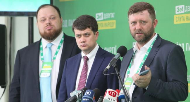 Політолог: проблема «Слуги народу» не в тому, що в партії абсолютно випадкові люди, а в тому, що партії як такої просто немає