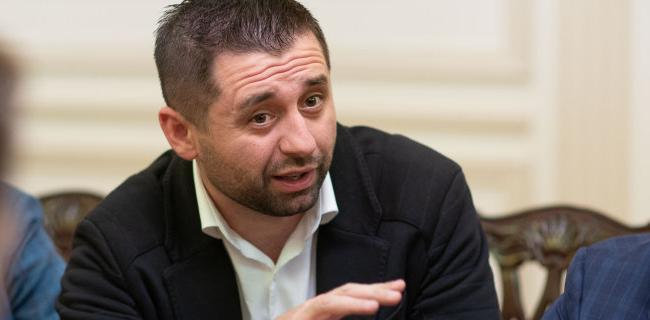 «Как следует, трахнем ими»: Арахамия намерен объявить войну «крышеванию из Киева
